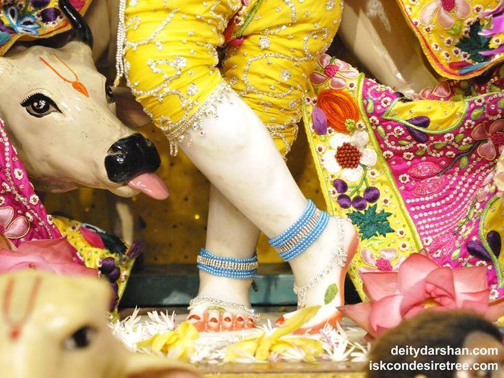 http://harekrishnawallpapers.com/sri-gopinath-feet-wallpaper-005/