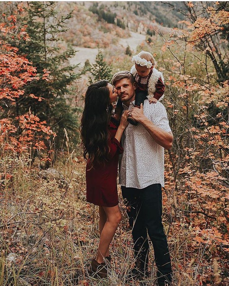 Fall family pictures with a baby