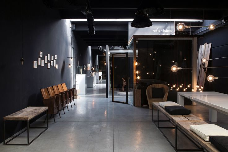 Linvisibile Alba Hinged door, as wall finish.  #invisibledoors #internaldoors #MAT #showroom #designdoors