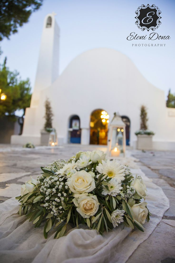Flower detail. Orthodox wedding in Athens, Greece. Wedding photography by Eleni Dona.