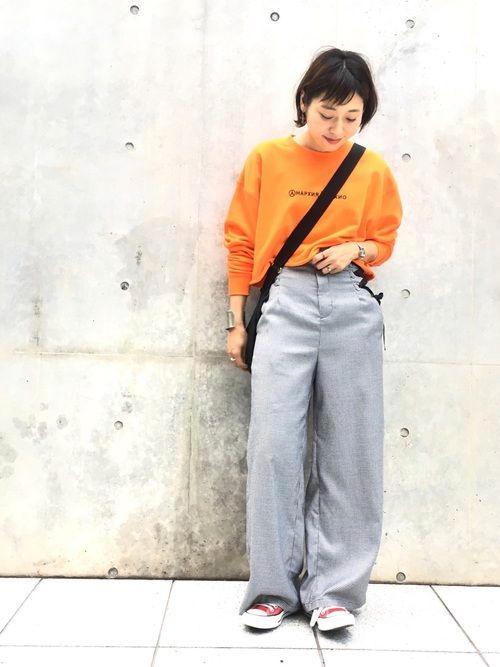 ビビッドなオレンジが可愛いスウェット♡ メンズライクなラフなスタイル。 チェックのパンツは、人気のレ