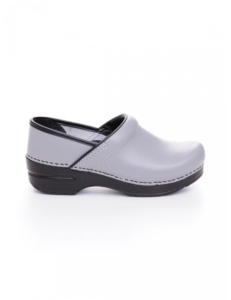 SANDALO DONNA - Caneppele #Caneppele #trento #sandal #dansko #ss2016 #italy #greydansko #trendss2016 #womenshoes #trend