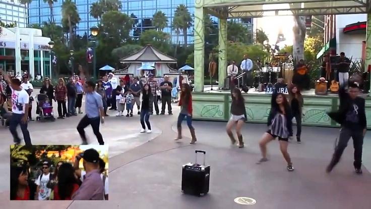 Amazing wedding proposal in Disneyland - must see <3