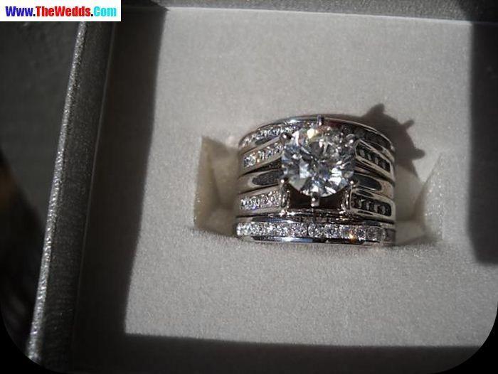 round diamond wendy williams wedding ring wedding ring pinterest beautiful round diamonds. Black Bedroom Furniture Sets. Home Design Ideas