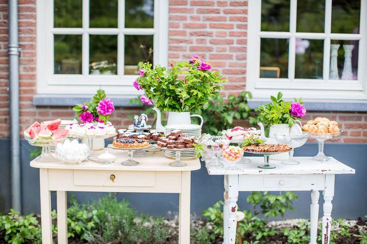 Sweet table at this outdoor wedding. Wedding photographer in Europe. Dario Endara Wedding Photography