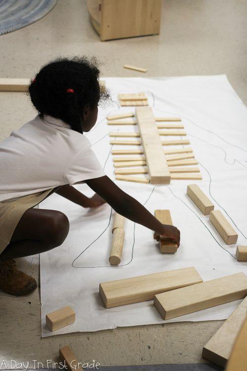 Мои студенты задавались вопросом, как наш скелет был сделан и как он работал.  Для того, чтобы помочь им найти ответ, мы проследили наших друзей и использовали строительные блоки, чтобы представить наши кости.  Дети использовали мои рентгеновские лучи, книги и плакаты, чтобы помочь им сделать точные представления их скелетных систем.