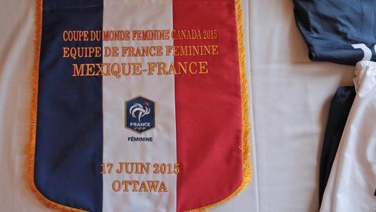 Retrouvez les derniers préparatifs de l'Equipe de France avant son 3ème match du groupe F du Mondial canadien, décisif pour une qualification en 8èmes de finale. Avant cette rencontre à Ottawa, ce mercredi 17 juin 2015 (22h00, sur W9 et Eurosport), Camille Abily, Amel Majri et Laure Boulleau livrent leur état d'esprit et leur motivation à faire oublier le faux pas face à la Colombie (défaite 2-0), après le succès face à l'Angleterre (1-0).