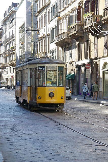 """Tu puoi usare il Tram di Milano e puoi comprare un biglietto alle giornali (kiosk) o i negozi tabacci (stores marked with a """"T""""), ma non on il Tram di Milano. ----Biglietti opzioni:  1. """"Standard""""= 1,50 euro e novanta minuti 2. """"Carnet 10""""=13,80 euro e 10 novanta minuti 3. """"Un Giorno""""=4,50 euro e diciquattro ora 4. """"DueGiorni""""=8,25 euro e quarantotto ora"""
