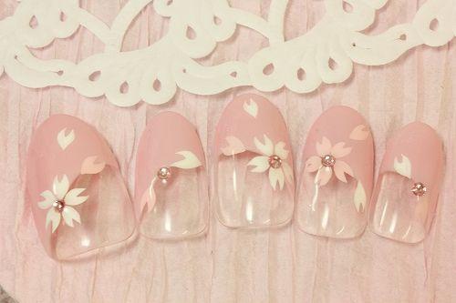 ピンク×クリアの桜ネイル : 春先取り!ピンク色がふんわりかわいい「桜」モチーフのネイルデザイン - NAVER まとめ