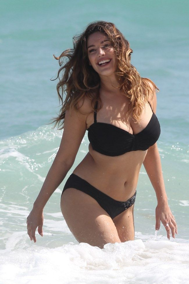 Let meintroduce Kelly Brook— amodel, anactress, and…an owner ofaperfect body! Yes, you heard right. According toastudy conducted atthe University ofTexas, this young woman has the p…