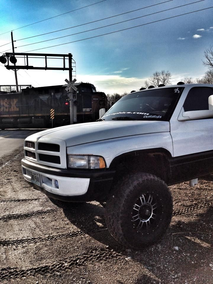 www.DieselTruckGallery.com for all the best Diesel Truck photos!  #dieseltruckgallery #Cumminsdiesel #liftednation