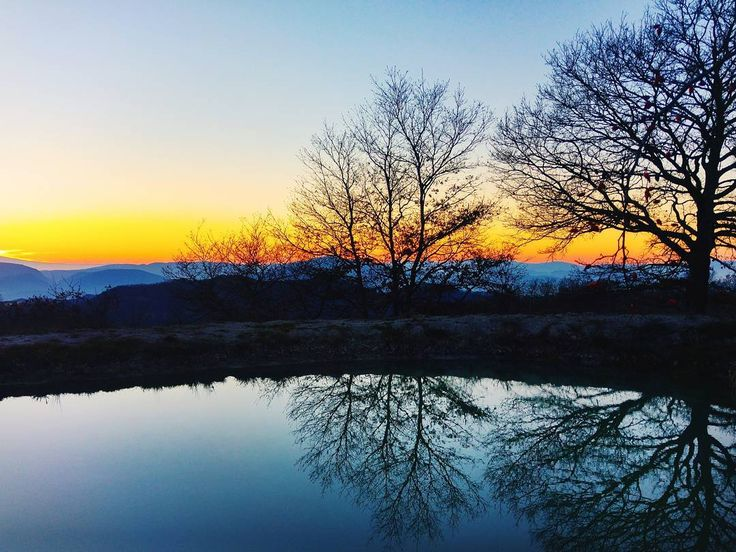 As a reflection of the new day and the old year . . . #reflection #gubbio #perugia #igumbria #skyporn #trees #sunset #sunset_hub #nature #umbria #italia #italy #ig_italy #ig_italia #sky #mountains #exploretocreate #livingeurope #awesome_earthpix #awesomeglobe #wonderful_places #loves_world #folkmagazine #agameoftones #earthfocus #lartediessereinfinito #yourshotphotographer #love #newyear #2017