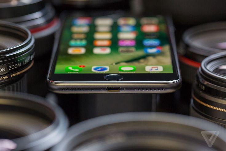 vrg_1215_iphone_review_head_phone_jack_compressed.0.jpg