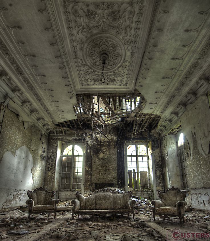Decay To the Max. #Urbex #Decay #Abandoned #Chateau #Custers #Photography