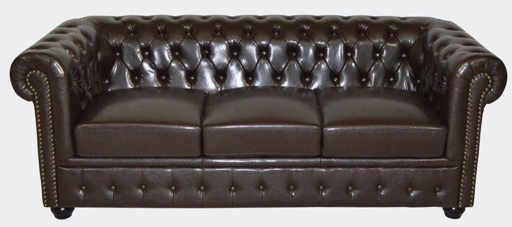 Ο κλασσικός chesterfield καναπές έχει δεχθεί πολλές αλλαγές κι έχει προσαρμοστεί στις διάφορες διακοσμητικές τάσεις. Πλέον έχει γίνει αγαπημένο κομμάτι των διακοσμητών, αφού συνδυάζει διαφορετικές αισθητικές προσεγγίσεις. Είτε λοιπόν θέλετε ένα για τον industrial ή sophisticated χώρο σας είτε προτιμάτε την chic and girly διακόσμηση, σίγουρα ο τριθέσιος καναπές Chesterfield αποτελεί ιδανική επιλογή. #epiplaki #sofa #furniture #chesterfield #design #modern