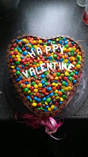 M&M en kitkat Valentijn's taart