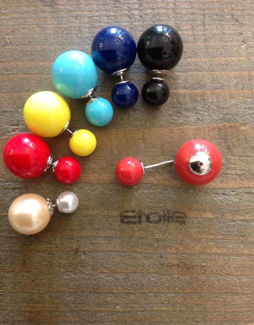 Orecchini singoli con doppia pallina colorata e finitura in argento
