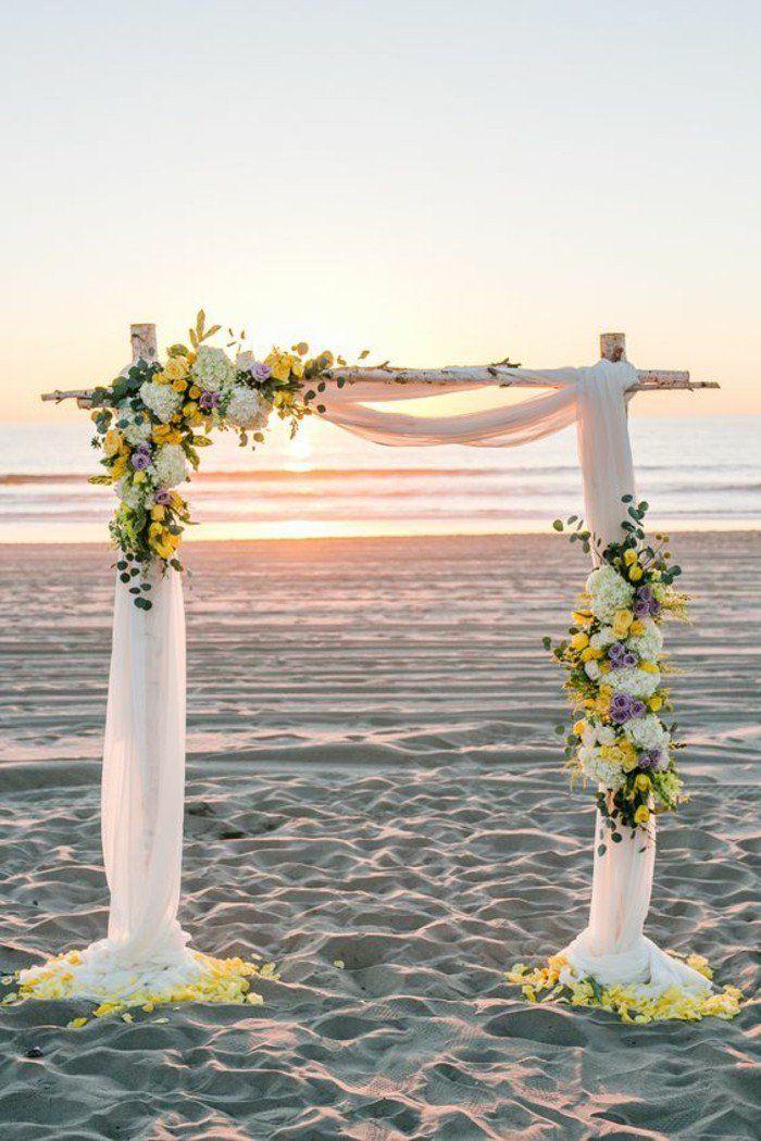 arche mariage à partir de troncs de bouleaux décorée de rideaux et de fleurs