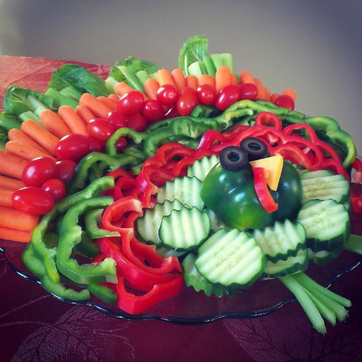 Creative Vegetable Platter Ideas: Make a fun turkey veggie tray for Thanksgiving!