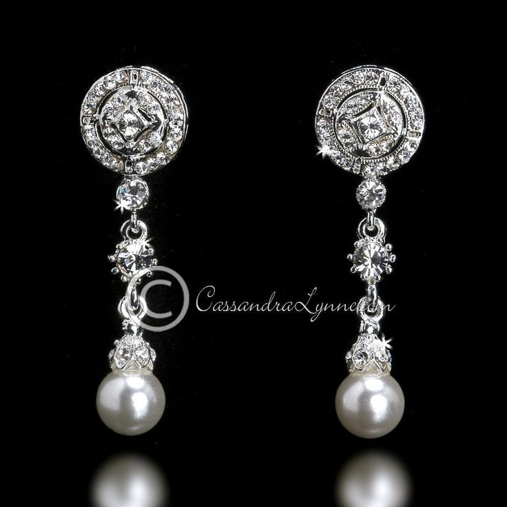 Lovely vintage-inspired rhinestone bridal earrings with an ivory pearl drop…
