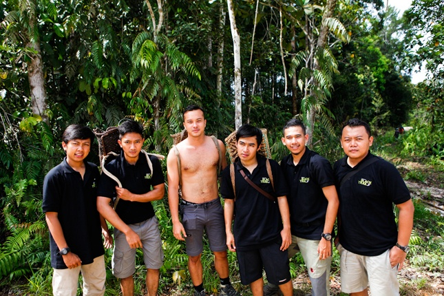 5 winners and Nicholas Saputra at Dayak Iban - L'Oreal Men Expert Black Trail