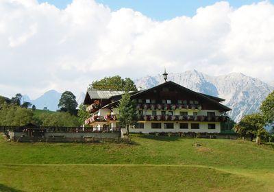 Seiterhof - Stiermarken  Op vakantieboerderij Seiterhof in Stiermarken wordt u verwend met de heerlijk rustige omgeving van Rohrmoos-Schladming en een adembenemend panorama. Familievakantie op de paardenboerderij, wandel- en skivakantie in Schladming-Dachstein.