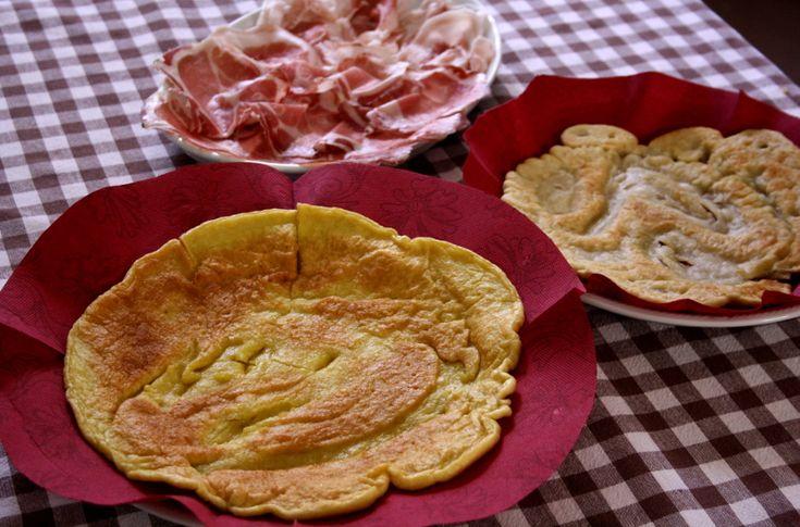 La burtleina (o bortellina per chi traduce dal dialetto) è una ricetta piacentina semplice e molto amata. E' una sorta di frittata piuttosto croccante, che si può mangiare da sola ma che, accompagnata ad una fetta di coppa e di pancetta o spalmata di gorgonzola o di formaggio molle, risolve da sola una cena.