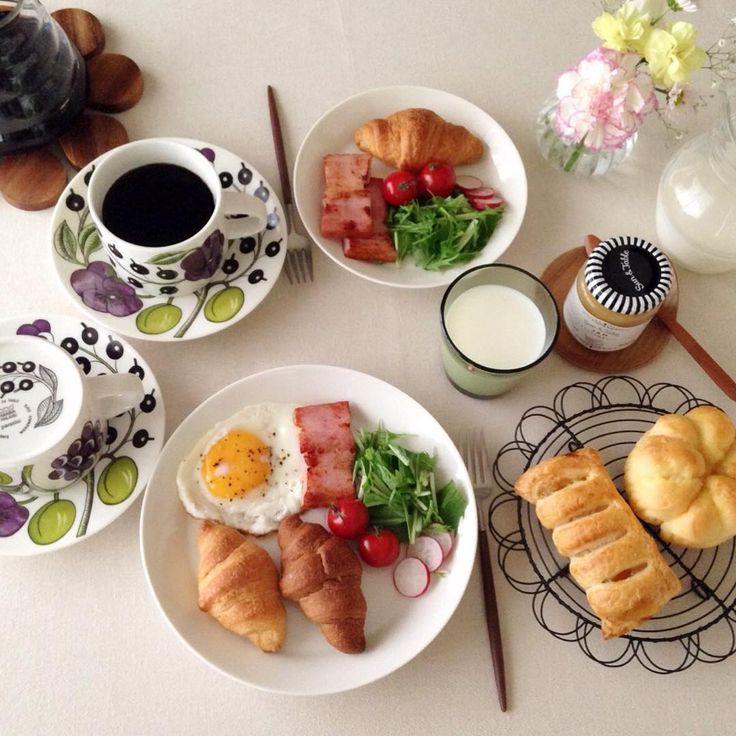 ❁ おはようございます☺︎ 今朝は寒くて暗い朝です何度撮っても暗くて?ボケボケな朝ごはんpicです:;(∩´﹏`∩);: 寒い1日になりそうですが今日も頑張りまーす୧⃛(๑⃙⃘◡̈︎๑⃙⃘)୨⃛ コメントお休みします♡ いつもありがとうございます♡ #朝ごはん#朝食#モーニング#朝ごパン#朝ごぱん#おうちごはん#おうちカフェ#デリスタグラマー#クロワッサン#アラビア#パラティッシ#パーパラ#イッタラ#ティーマ#カルティオ#クチポール#北欧食器 #instapic#foodpic#food#yummyfood#breakfast#morning#kurashiru#homecafe#croissant#iittala#teema