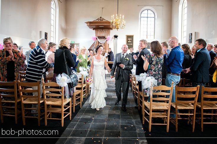 Kerkelijk huwelijk het witte kerkje in Terheijden. Bob-photos.com