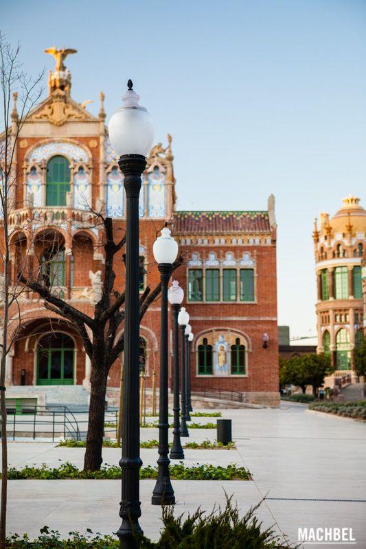 Jardines centrales y pabellones Visita al Hospital de Sant Pau modernismo en Barcelona Cataluña España by machbel