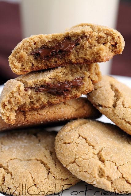 tender peanut butter cookies with a special hidden center: Tenders Peanut, Chocolates Center Cookies, Butter Chocolates, Chocolates Cookies, Peanut Better Kiss Cookies, Chocolates Fillings, Peanut Butter Cookies, Cookies Used Dove Chocolates, Pb Cookies
