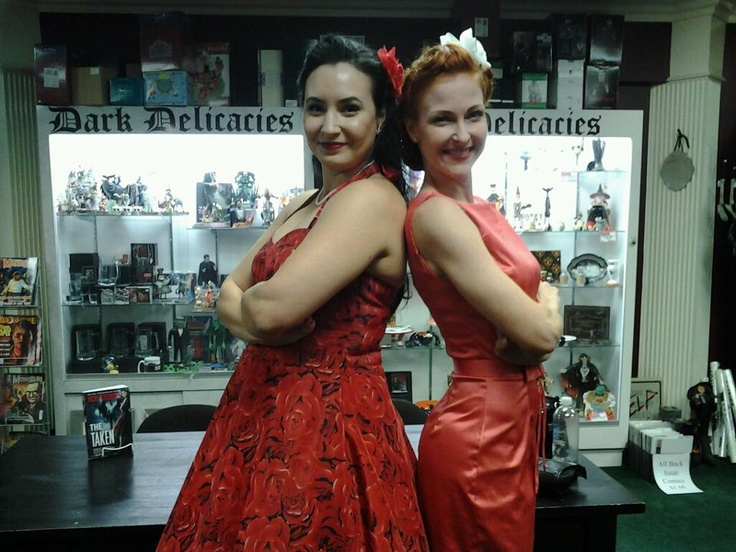 Vicki Pettersson and fan Jessica (w/ amazing #rockabilly dress) at Dark Delicacies for THE TAKEN: Author Vicki, Fan Jessica, Rockabilly Dresses