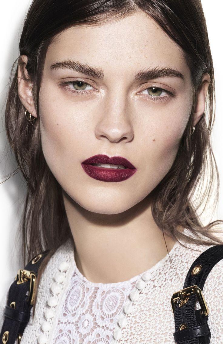Portofolio Fotografi Potret Burberry Velvet Lace Makeup