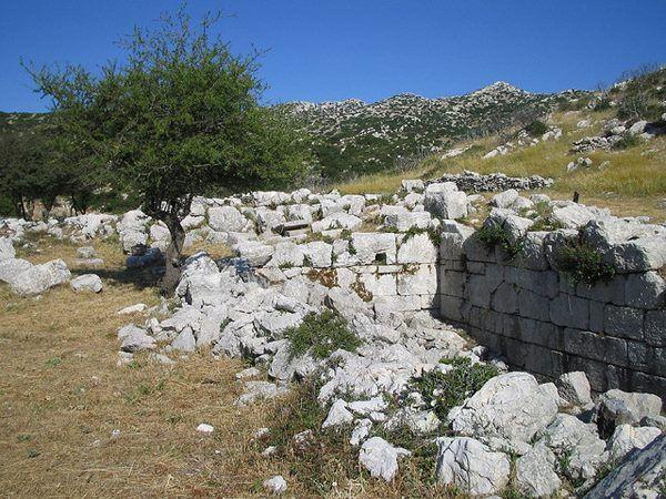 Ο αρχαιολογικός χώρος του Λυκαίου Διός βρίσκεται κοντά στο χωριό 'Aνω Καρυές, 30 χιλ. από τη Μεγαλόπολη