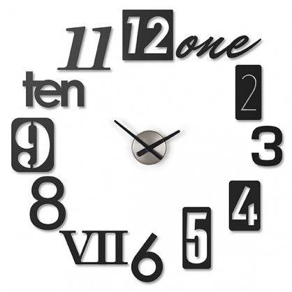 Nie lubisz szablonowych pomysłów? I słusznie! Liczy się kreatywność i indywidualizm! A tego na pewno nie brakuje zegarowi Numbra. Zegar pozbawiony jest standardowego cyferblatu, a każda godzina stanowi oddzielny element. Dodatkowo wszystkie zapisane są w innym systemie - rzymskim, arabskim lub słownym. Nuumbra - designersko i z pomysłem!