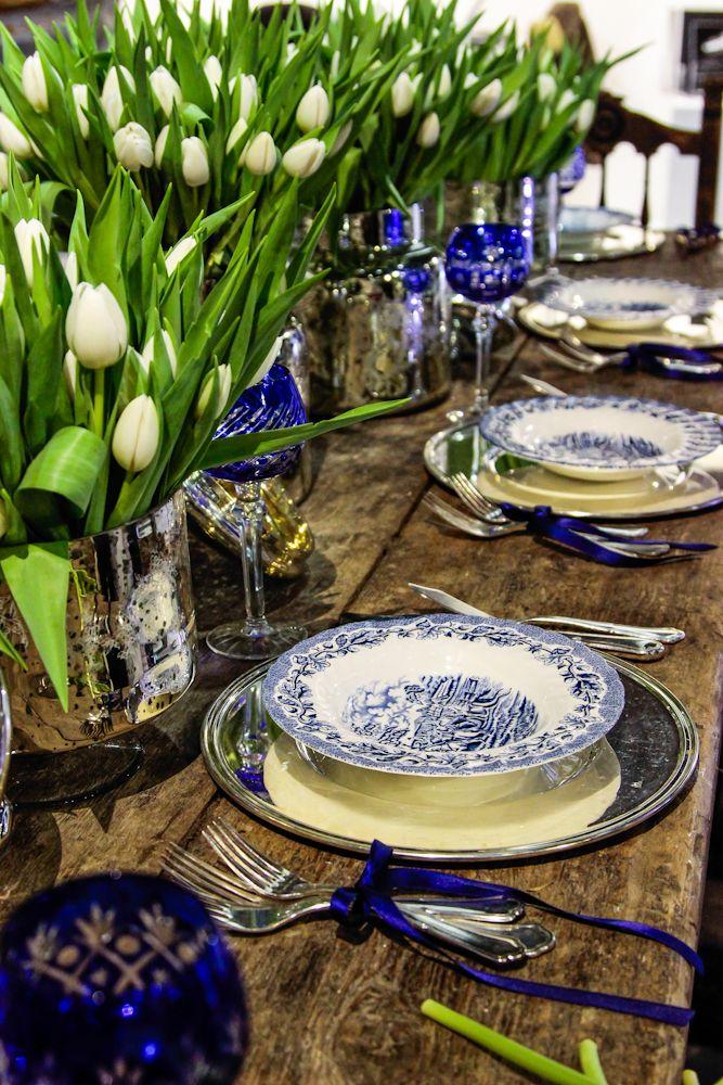 ceramiche olandesi ,tulipani , tavolo di falegname.