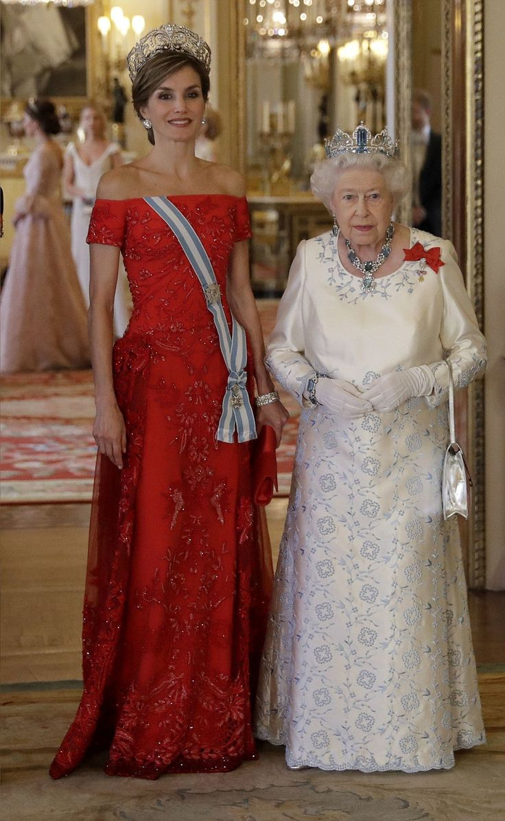 dailymail: Spanish State Visit to the UK, Day 1, July 12, 2017-Queen Letizia and Queen Elizabeth; in the background are the Duchess of Cambridge and Lady Gabriella Windsor, making her first appearance at a state banquet