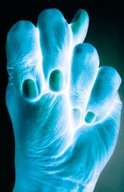 Kashyapa Mudra - mudra para el equilibrio y la protección contra las energías negativas. Úselo cuando usted se encuentra en situación de conflicto o cuando entre el grupo de gente negativa. Puede mantener este mudra cuando visite lugares con pasado oscuro. Al igual que la unión de lo masculino y lo femenino, este mudra ayuda a crear el equilibrio y la tierra