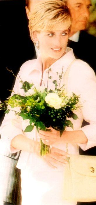 Such a lovely soft picture of Princess Diana, the last princess. She was an aristocrat, haling from one of England's oldest noble families, the Spencers. She was an authentic Princess. Today there are so many commoners turned princesses that it takes away from the whole magic of it all. Diana was the real deal, miss her greatly!
