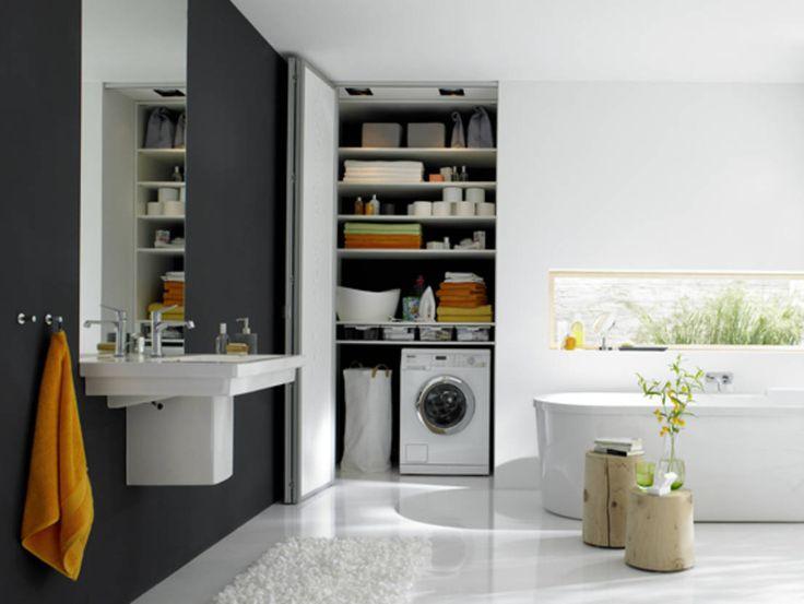 Bad mit Stauraum, hinter den Falttüren verschwindet die Waschmaschine und sonstiges : Moderne Badezimmer von Burkhard Heß Interiordesign