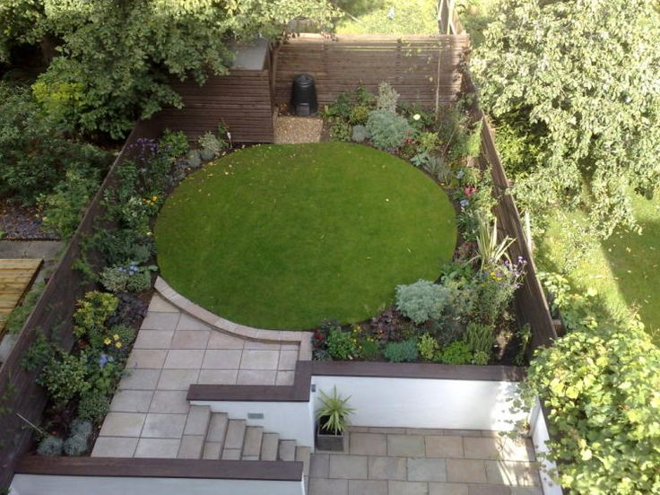 Photo of contemporary split level paving stones circle for Garden design level 3
