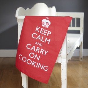 Torchon - Keep Calm and Carry On Cooking - Catherine Colebrook - rouge 16.99