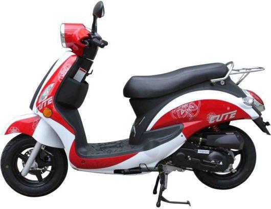 Sous ses airs néo-rétro, l'Eurocka Cute 50 est un scooter chinois plutôt classique /// Eurocka Cute is a retro scooter made in China