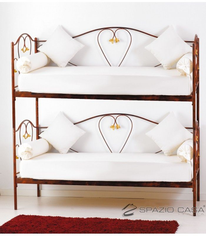 Divano letto a castello in ferro battuto con rete integrata 12 doghe in legno di faggio modello MARILYN. #divanoletto #cuore #ferrobattuto #lettoacastello