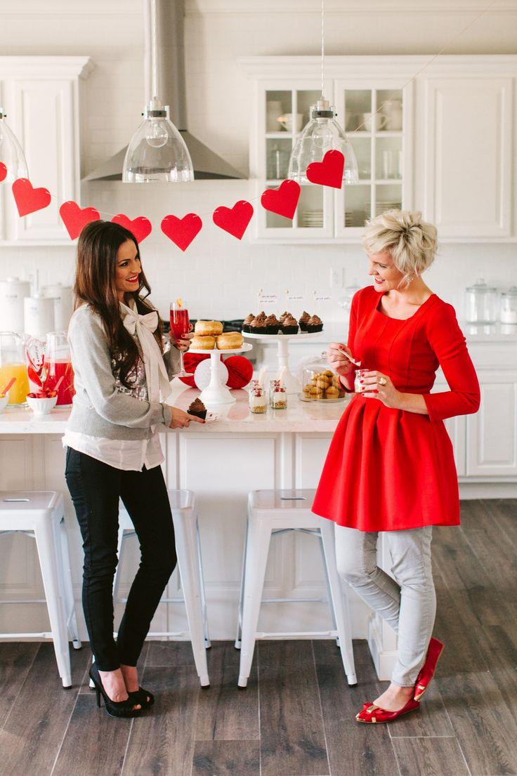 Host a Valentine's Day Brunch + Mimosa Bar | The TomKat Studio #tomkatstudio for #simplyjuicedrinks #ad