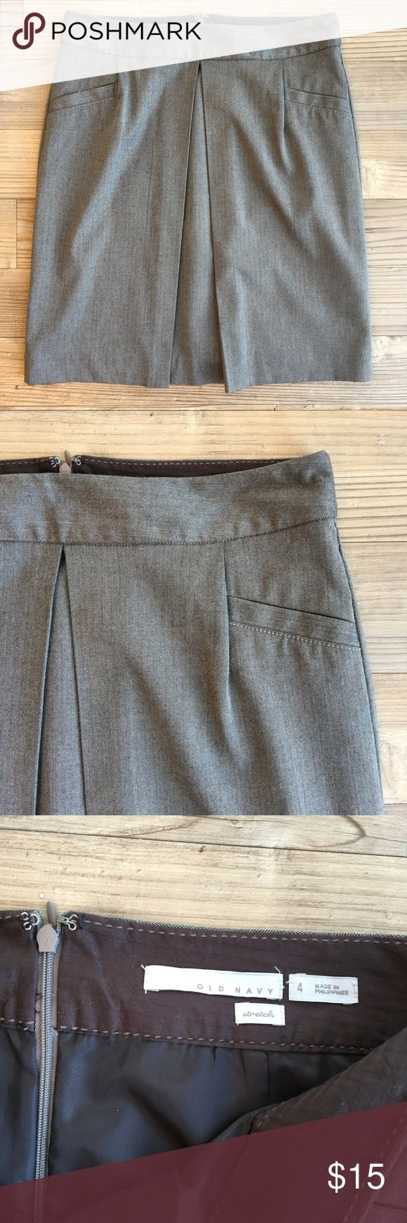"""Old Navy Career Pencil Skirt Gently worn Women's Old Navy Career Pencil Skirt Size 4 Cute style - see photos Knee length Rear zip at the waist No stains or holes Non-smoking home Lined Length: 20.5"""" Waist flat: 16"""" Old Navy Skirts Midi"""