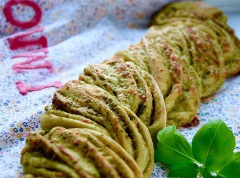Lækkert madbrød med basilikumpesto og bøffelmozzarella