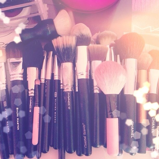 Mac Makeup Brushes; my absolute dream to own them all <3