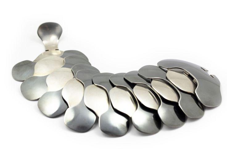 http://www.eriktidang.se/wp-content/uploads/2012/08/armband-silver-oxiderat-erik-tidang.jpg
