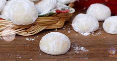 Le palle di neve dei biscotti con le mandorle carinissimi e facilissimi da preparare perfetti da fare per il periodo di Natale.